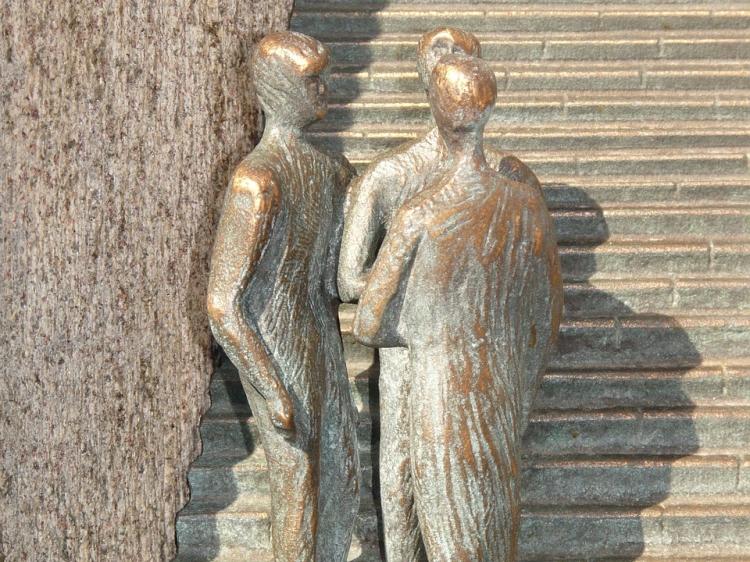 Menschengruppe an einer Treppe (Skulptur)